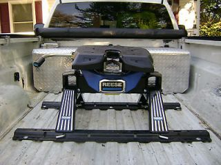 REESE R20 FIFTH WHEEL HITCH. 20K TRAILER WEIGHT and 5K HITCH WEIGHT