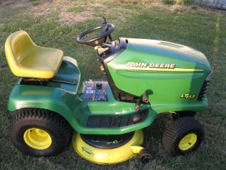 john deere lawn tractor in Riding Mowers