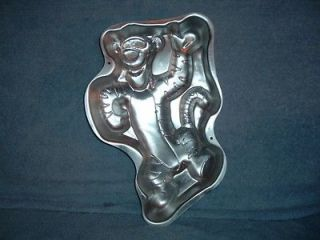 Waving Full Body Winnie the Pooh Disney Wilton Cake Pan 2105 3001 Used