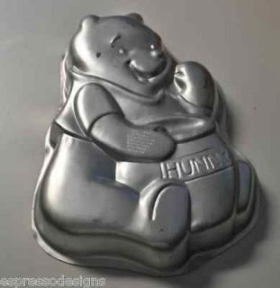 THE POOH BEAR DISNEY BIRTHDAY CAKE PAN 2105 3000 HUNNY RETIRED NR