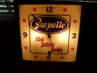 VINTAGE GRAPETTE the juicy soda PAM ADVERTISING LIGHTED CLOCK MADE IN