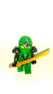 Lego Ninjago GREEN NINJA Lloyd ZX Minifigure w Gold Sword 9450 NEW