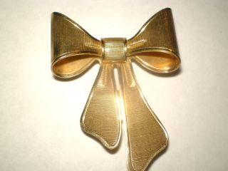 Vintage Huge Big Goldtone Bow Sign Avon 1980 Brooch Pin