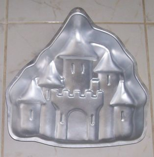 WILTON INDUSTRIES 1998 ENCHANTED CASTLE PRINCESS BAKING CAKE PAN