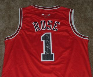 DERRICK ROSE SIGNED CHICAGO BULLS JERSEY COA PROOF AUTOGRAPHED