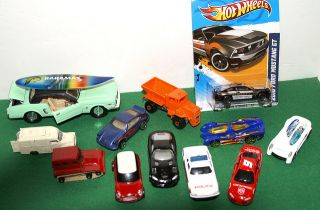 Mixed Lot of Lesney Matchbox Mattel Hot Wheels Maisto and Corgi Diecast Cars