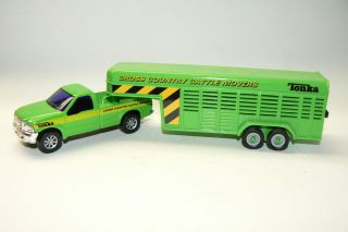 64 Maisto Pickup Truck and Livestock Trailer