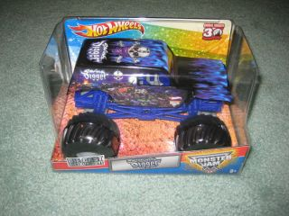 2012 HOT WHEELS MONSTER JAM SON UVA DIGGER 124 SCALE BIG TRUCK **VHTF